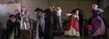 Cyrano z Bergeracu na Malém nádvoří Průhonického zámku